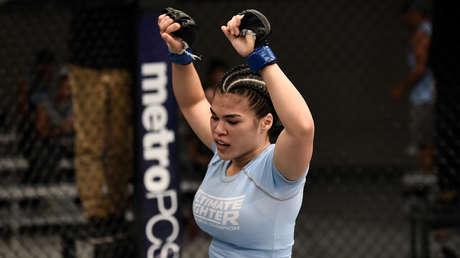 Rachael Ostovich celebra su victoria sobre Melinda Fabian durante la filmación de The Ultimate Fighter en Las Vegas, EE.UU., el 3 de agosto de 2017.