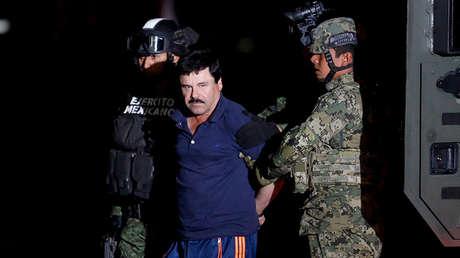 Joaquín 'El Chapo' Guzmán es escoltado por soldados en Ciudad de México, el 8 de enero de 2016.