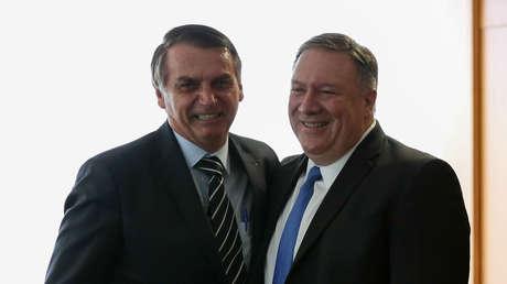 El presidente de Brasil, Jair Bolsonaro, con el secretario de Estado de EE.UU., Mike Pompeo, en Brasilia, 2 de enero de 2018.