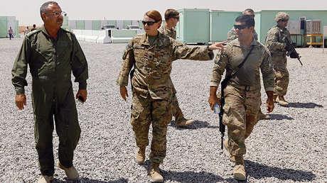 Militares iraquíes y estadounidenses en la base de Qayyarah al oeste de Mosul, el 10 de agosto de 2017.