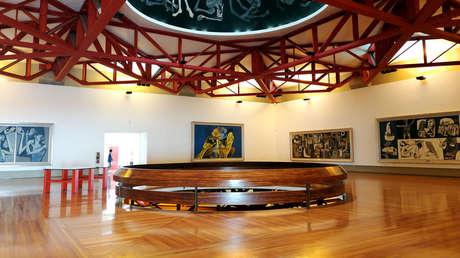 Interior de la Capilla del Hombre, museo que alberga las obras de Oswaldo Guayasamín.