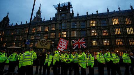 La Policía cerca del Parlamento británico en vísperas de la votación sobre el acuerdo del Brexit, Londres, Reino Unido, el 15 de enero de 2019