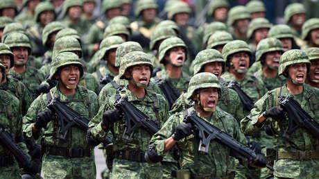 El Ejército mexicano participa en un desfile conmemorativo en Ciudad de México, el 16 de septiembre de 2018.