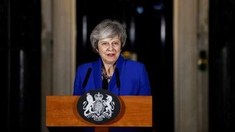 La primera ministra británica, Theresa May, frente a la entrada de su residencia en Downing Street, Londres. Reino Unido, el 16 de enero de 2019