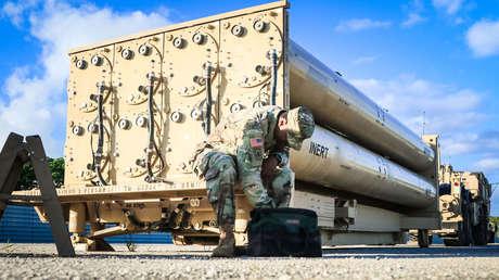 Un soldado estadounidense durante una inspección del complejo THAAD en la base de la fuerza aérea de Andersen, Guam, el 26 de octubre de 2017.