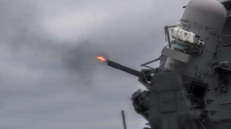 El destructor de misiles guiados USS Mustin (DDG 89).