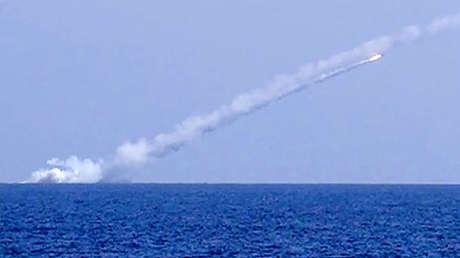 Misil de crucero ruso lanzado desde un submarino.