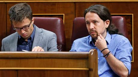 Pablo Iglesias e Íñigo Errejón en el debate de investidura en el Parlamento. Madrid, 31 de agosto de 2016.