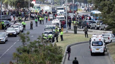 Personal de seguridad en el lugar donde explotó un coche bomba en Bogotá, 17 de enero de 2019.