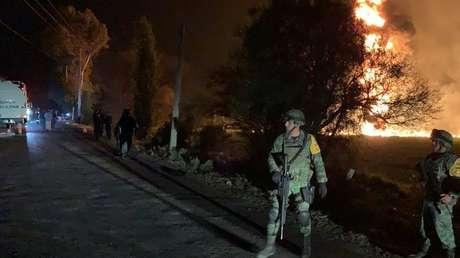 Militares cerca del lugar de la explosión de un ducto de Pemex en Tlahuelilpan, México, el 18 de enero de 2019.
