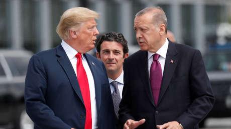 Los presidentes de EE.UU. y Turquía, Donald Trump y Recep Tayyip Erdogan, en una cumbre de la OTAN, Bruselas, Bélgica, 11 de julio de 2018.