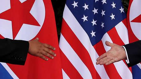 Donald Trump y Kim Jong-un fotografiados previo a la cumbre de los líderes en Singapur, el 12 de junio del 2018.