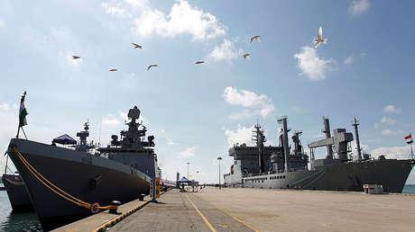 Los buques indios Kamorta, Sahyadri y Shakti atracados en la Base Naval de Changi durante una visita a Singapur de 2018.