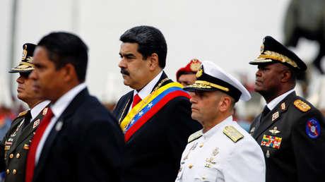 El presidente venezolano Nicolás Maduro asiste a una ceremonia en la base militar de Fuerte Tiuna en Caracas, Venezuela, 10 de enero de 2019