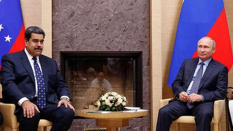 El presidente ruso, Vladímir Putin, junto a su homólogo venezolano, Nicolás Maduro, en Rusia, el 5 de diciembre de 2018.