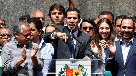 El líder opositor de Venezuela, Juan Guaido, habla durante una conferencia de prensa en Caracas, Venezuela, el 25 de enero de 2019.