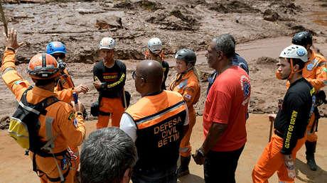 Rescatistas en el lugar de la ruptura del dique minero en Brumadinho (Brazil),  el 26 de enero de 2019.