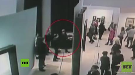 Lo saca del marco y se marcha: Robo millonario en la moscovita Galería Tretiakov