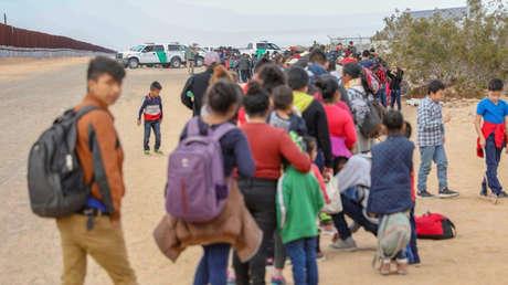 Un grupo de migrantes acababa de cruzar la frontera de EE.UU. con México cerca de Yuma (Arizona, EE.UU.,) el 14 de enero de 2019.
