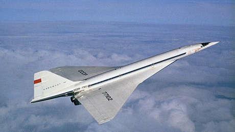 El avión de pasajeros supersónico Tu-144, 1973