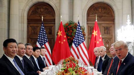 El presidente estadounidense Donald Trump cena con su homólogo chino Xi Jinping y los respectivos equipos diplomáticos tras la cumbre del G20 en Buenos Aires (Argentina), el 1 de diciembre de 2018.