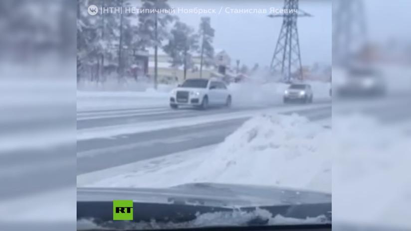 VIDEO: Captan modelos de la limusina blindada presidencial rusa Aurus en las calles de una ciudad siberiana