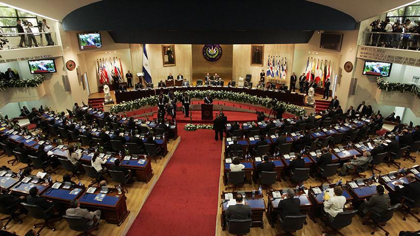 Desalojan parlamento salvadoreño por peligro de derrumbe tras sismo de magnitud 6,4