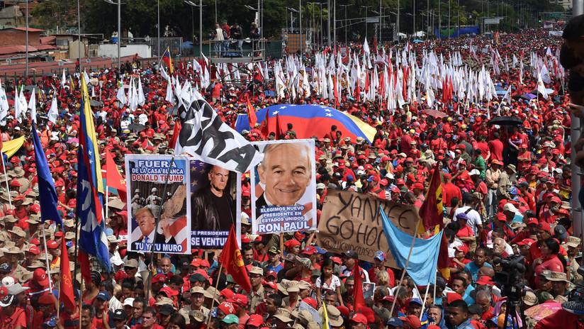VIDEO: El chavismo sale a las calles de Caracas en apoyo a Nicolás Maduro