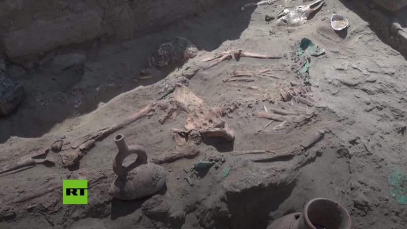 VIDEO: Descubren en Perú tres antiguas tumbas con los restos de un alto militar y un objeto erótico