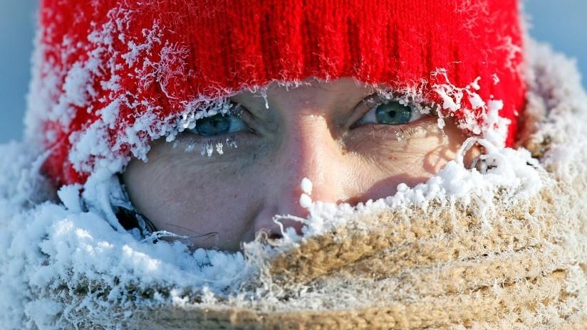 Los pelos de punta: una joven de EE.UU. hace su propio experimento con el frío a -34ºC (VIDEO)