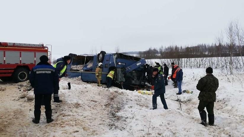 VIDEO: Accidente de un autobús en el oeste de Rusia deja al menos 7 muertos y decenas de heridos