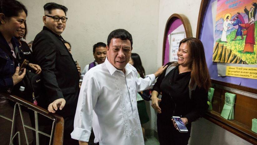 FOTOS: Un imitador de Duterte causa revuelo en una iglesia de Hong Kong