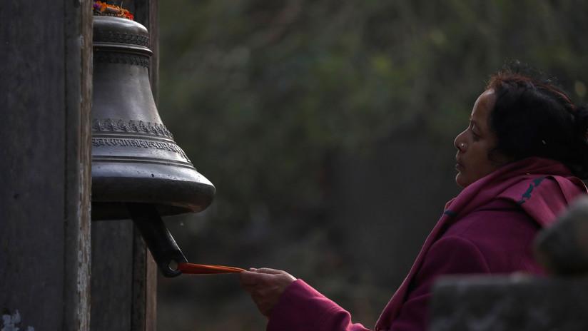 Una tradición centenaria que sigue cobrándose vidas: una mujer nepalí se asfixia en una 'choza de menstruación'