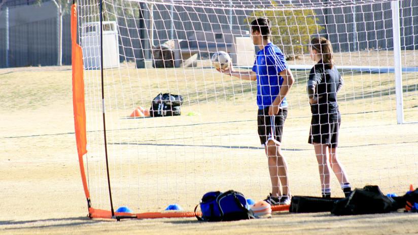 Un club de fútbol español expulsa a sus veteranos por insultos machistas a las juveniles