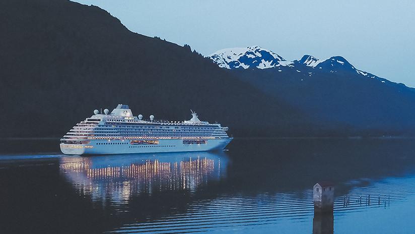Viajar, subir fotos y cobrar 2.600 dólares por semana: Se busca un 'explorador de orillas' para trabajar en un crucero