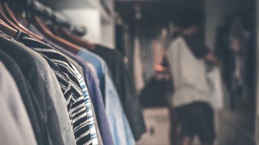 Una estudiante encuentra a un desconocido que llevaba varios días en su armario