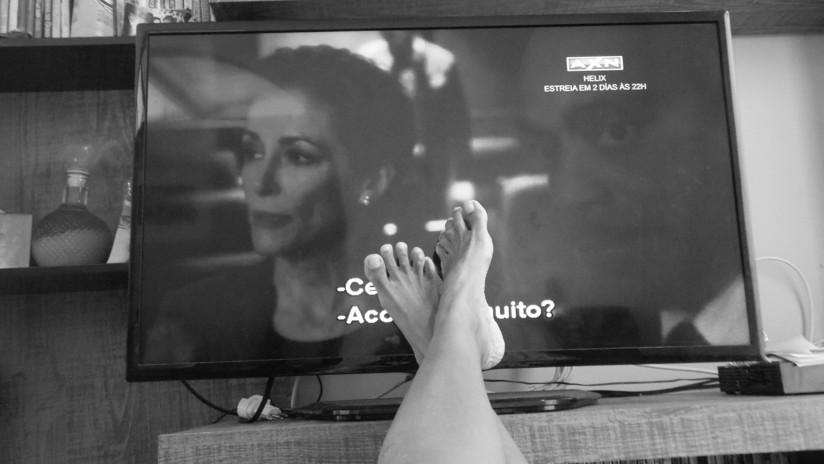 Estudio: Las personas que ven televisión más de dos horas diarias podrían desarrollar cáncer