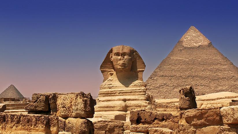 Egipto: Una excavación ilegal cerca de las pirámides de Guiza descubre accidentalmente una tumba antigua