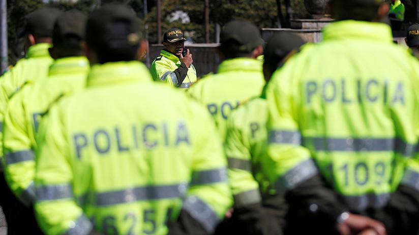VIDEO: Policías colombianos lloran tras no salvar a una mujer que se arrojó de un puente con su hijo