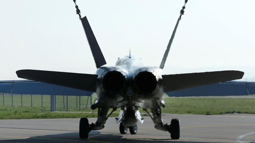 FOTO: La Marina de EE.UU. camufla su cazabombardero como un Su-30SM ruso