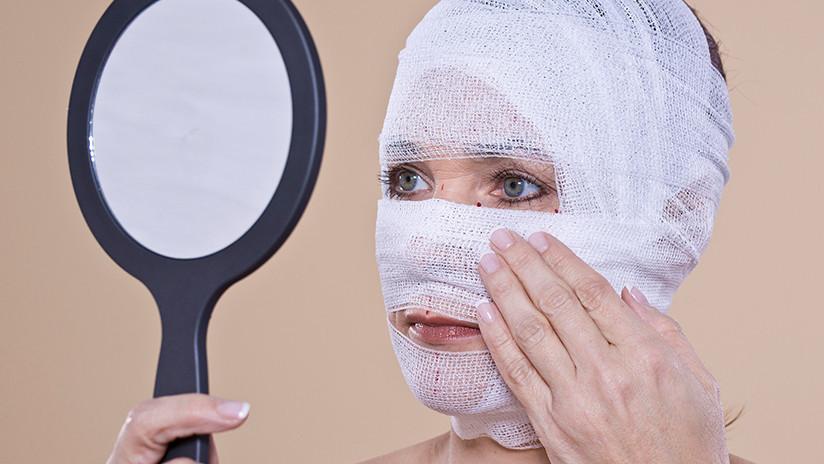 Una mujer se hizo una liposucción y salió con nariz nueva