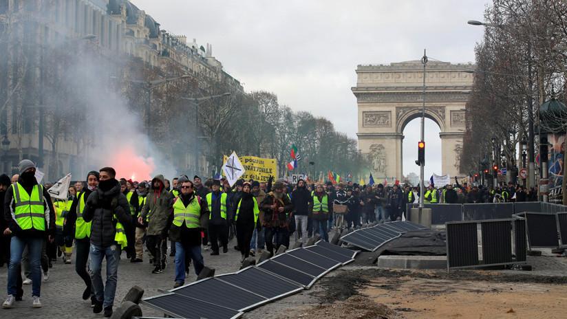 Varios Porsche y Ferrari de lujo salen malparados de las protestas en París (VIDEOS, FOTOS)
