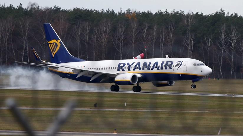 Avión de Ryanair realiza una maniobra para evitar una colisión aérea y un pasajero se fractura el tobillo