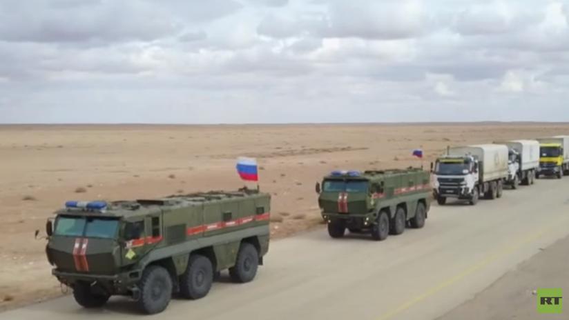 VIDEO: La Policía militar rusa escolta un convoy humanitario hacia Damasco