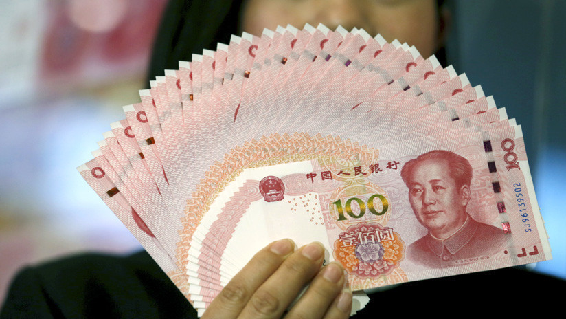 VIDEO: Empresario chino entrega casi 2 millones de dólares en regalos a los habitantes de su ciudad natal