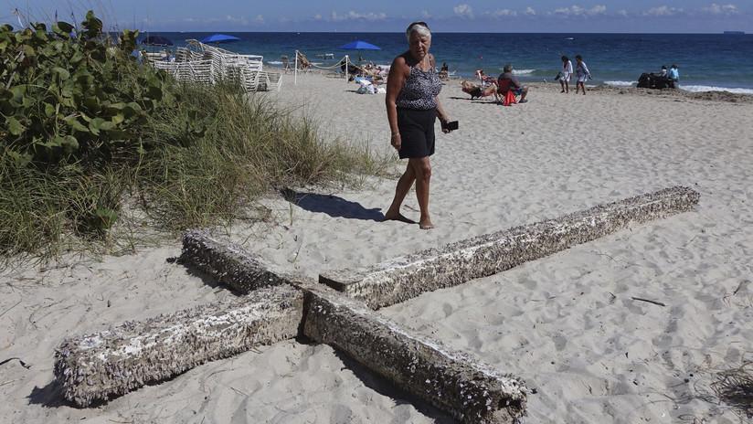 FOTOS, VIDEO: Una cruz de madera de 6 metros aparece flotando frente una la playa de EE.UU.