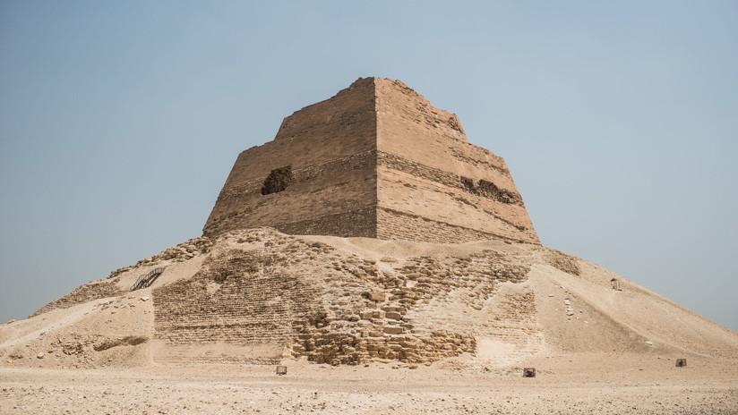 FOTOS: Hallan el esqueleto de una niña de unos 13 años cerca de la Falsa pirámide de Egipto
