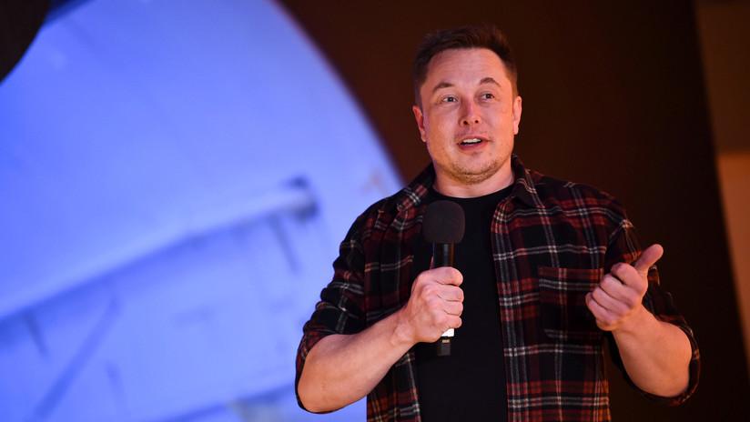Elon Musk contesta en ruso a un tuit sobre la rara modificación de un coche soviético