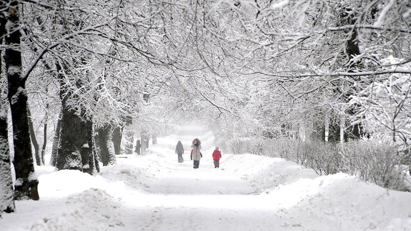 VIDEOS: Moscú se cubre de blanco tras una nevada récord en 140 años