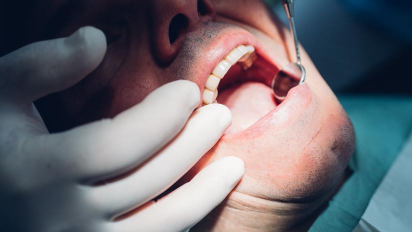 """""""Me arruinó la vida"""": Pierde los dientes tras tomar 6 latas diarias de una bebida energética durante meses"""